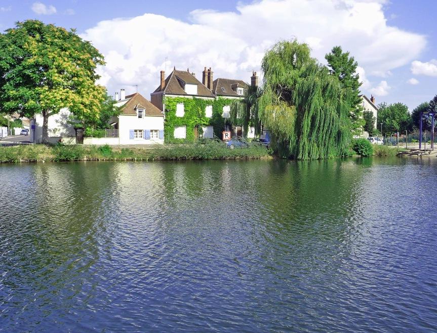 Luxury Cruising on Burgundy's Canals