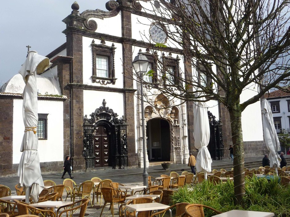 Pleasant cafe by Church