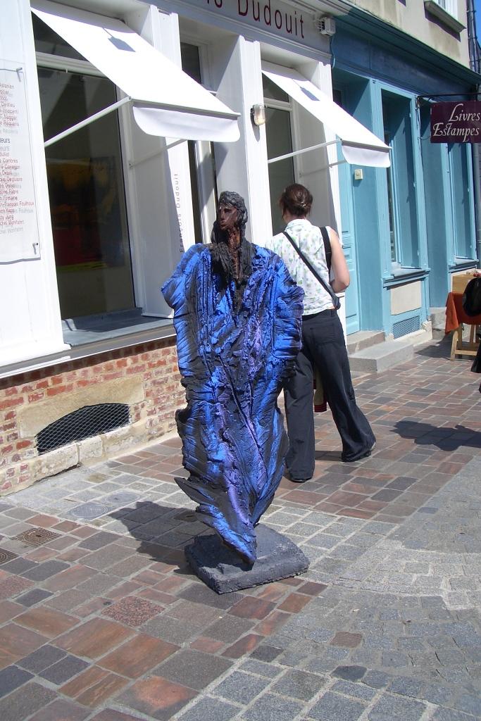 Honfleur, charcoal statue outside antelier