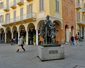 Statue of Antonio Stradivari, in Cremona