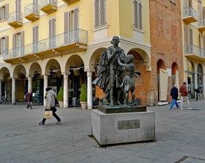 Statue of Antonio Stradivari, in Cremona