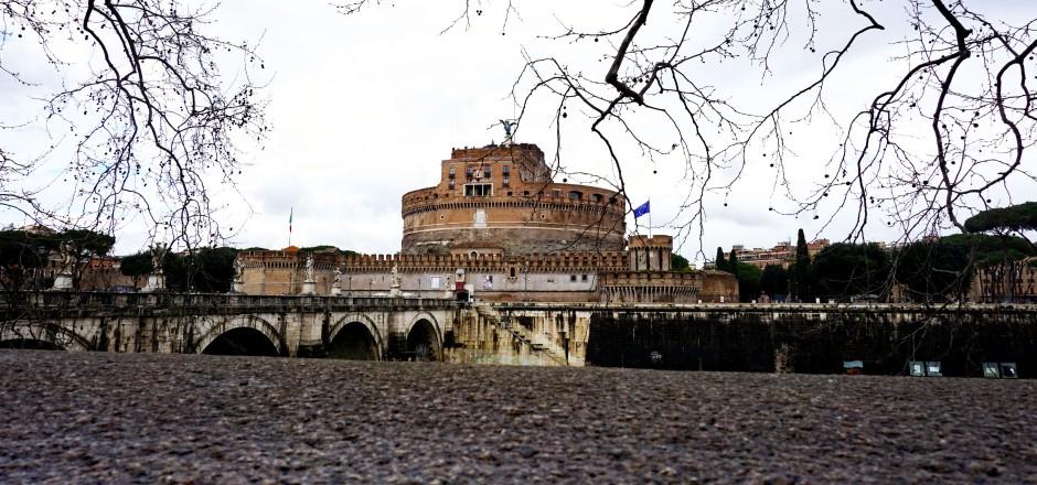 Castel-Sant'Angelo-from-across-the-Tiber