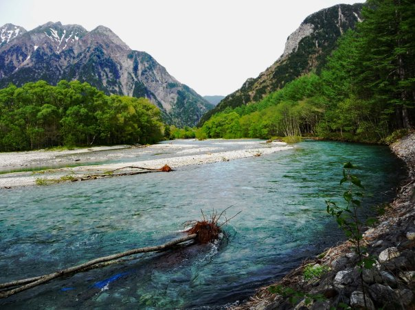 A Bend in the River - Dramatic Scenery