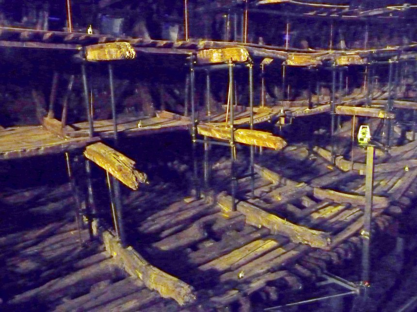 Close-up-of-timbers-from-Mary-Rose