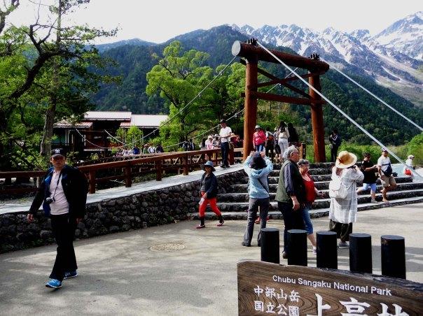 Tourists at Kappa Bridge, Chubu Sangaku National Park, Kamikochi