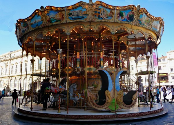 Carousel-in-Place-de-Comedie,-Montpelier