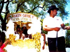 Mardi-Gras-Queen-joins-procession