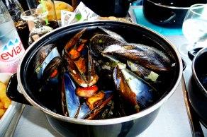The-Favourite-Dish-in-Palabas-les-Flots---Mari-Nicholson