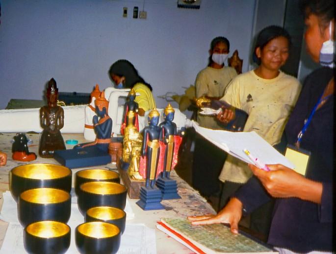gilding-the-buddhas-in-cambodia