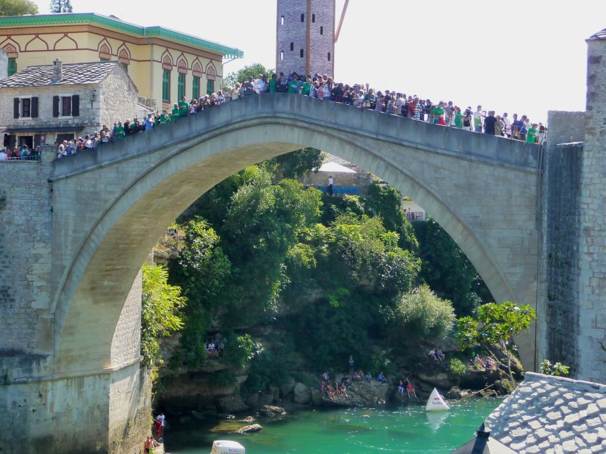 mostar-bridge-2016-watching-the-cliff-divers