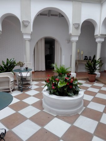 Patio-of-Cortijo-Bravo-Hotel