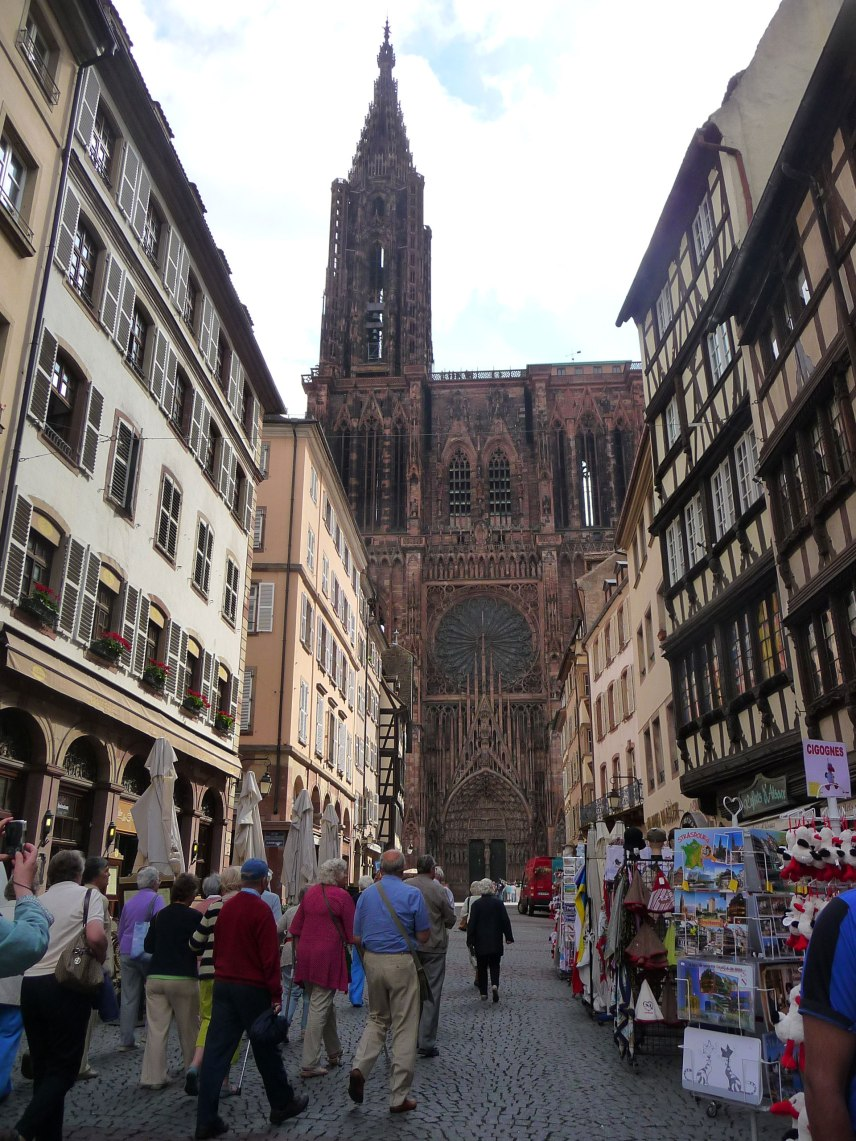 Street-leading-to-the-cathedral