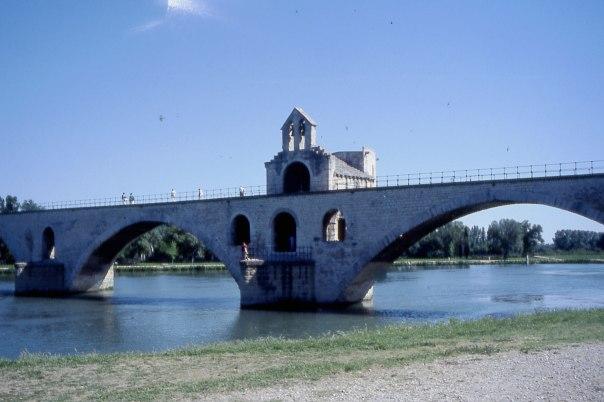 Sur-le-Pont-d'Avingnon,-France