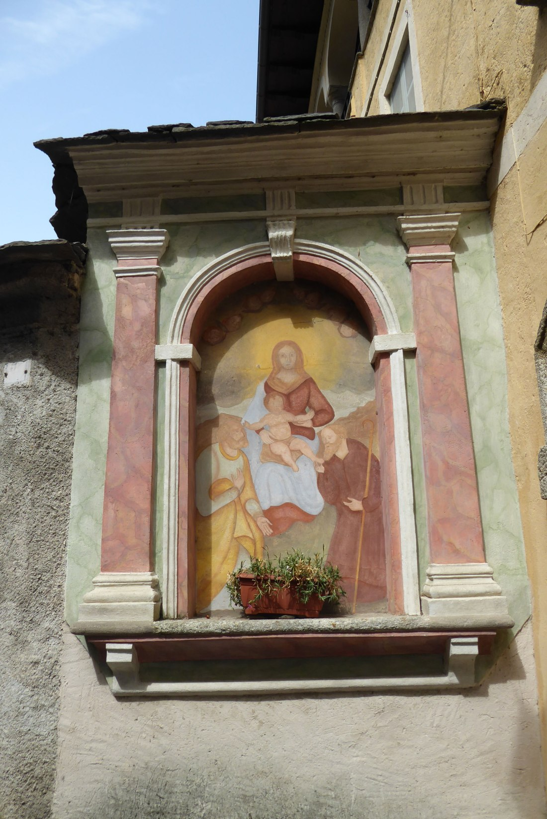 Fading-Frescoes-encourage-prayers