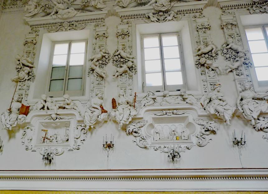 Window wall with playing cherubs