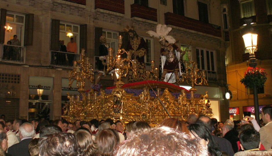 The tronos float High above the heads of the Spectators