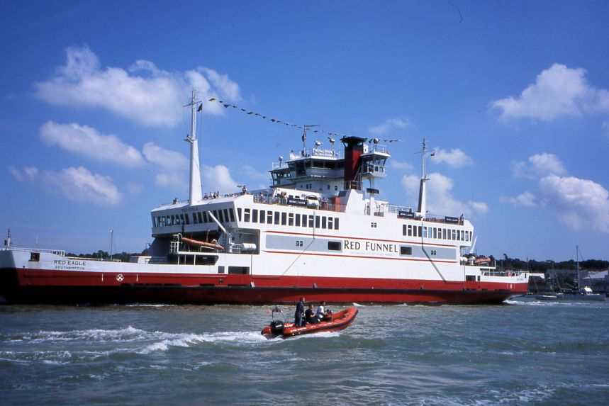 Red Funnel scene, Admirals Cup