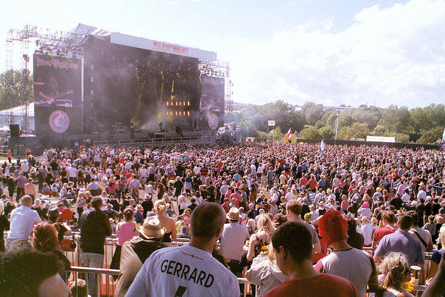 Crowds enjoy the music festival ©VisitIsleofWight.com