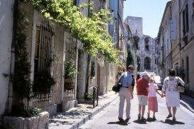 Arles, street scene