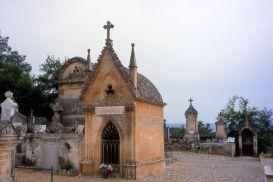 Rousillon cemetery (ochre tombs)